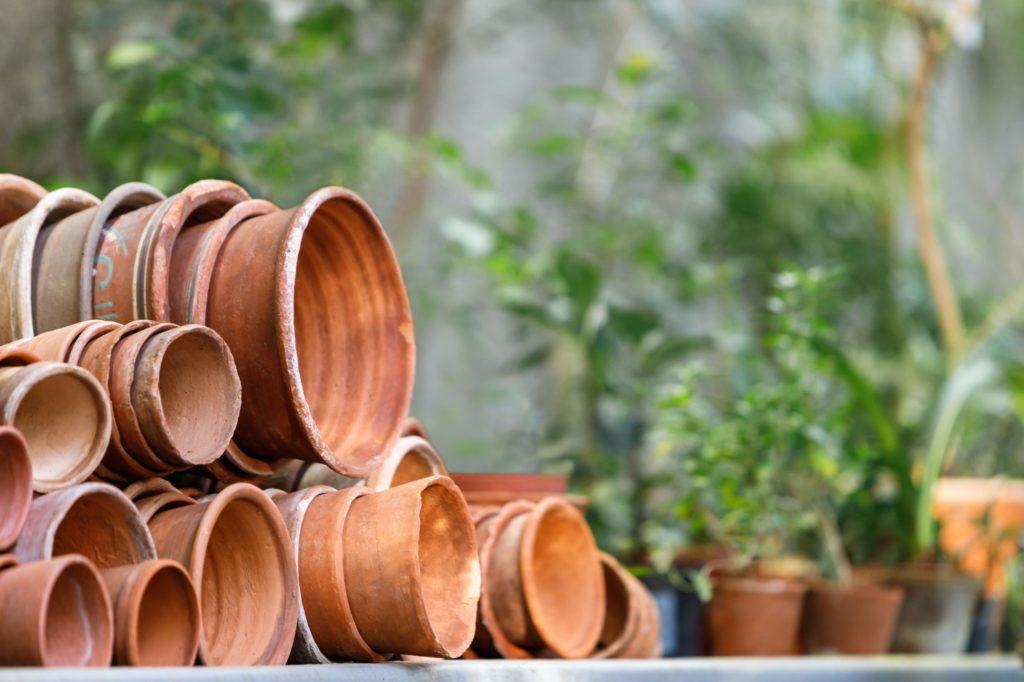 pots en terre cuite vides pour fabriquer des oyas
